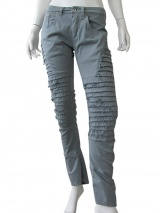 Vic-Torian Jeans with frayed relief