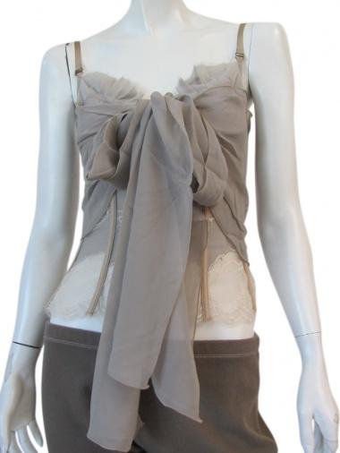 Angelos-Frentzos Bustino con sciarpa