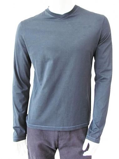 T-skin V-necked t-shirt